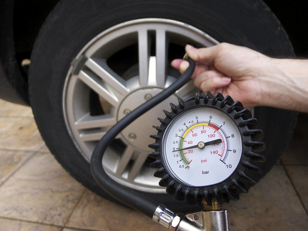 appareil pression pneu voiture