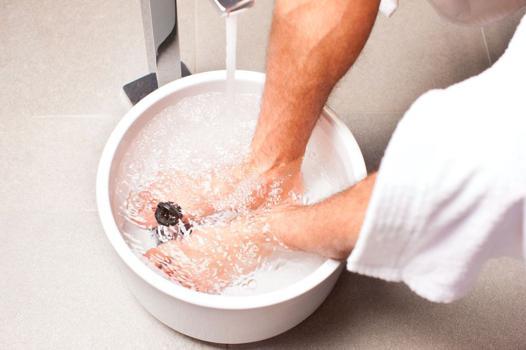 bain de pieds au bicarbonate