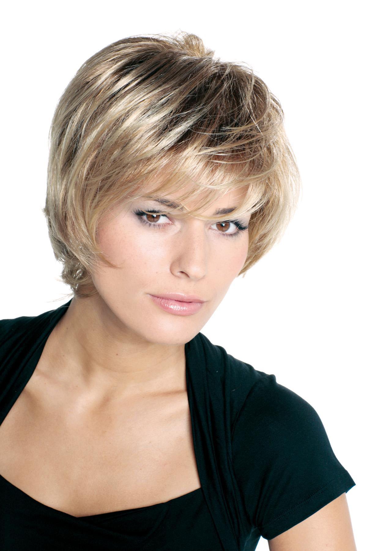 coupe de cheveux femme court dégradé avec frange