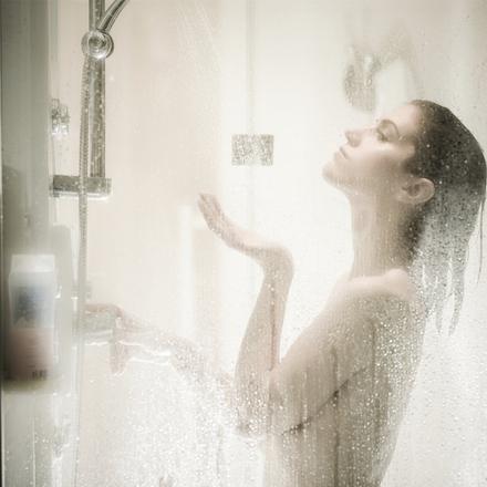 des femmes sous la douche