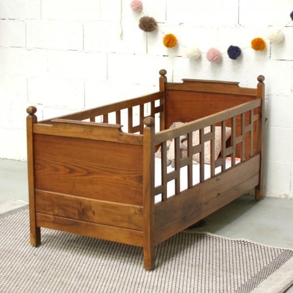 lit bébé ancien en bois