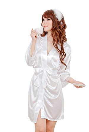 nuisette et robe de chambre blanche