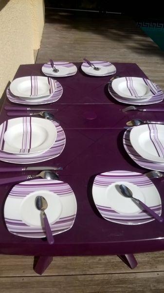service vaisselle violet